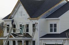 Casas en construcción vistas en Poolesville, Maryland, 23 de octubre de 2012. Las ventas de casas nuevas unifamiliares en Estados Unidos subieron más de lo previsto en agosto debido a una fuerte revisión al alza en el crecimiento del mes previo, lo que apunta a un fortalecimiento de la recuperación en el mercado de la vivienda en Estados Unidos. REUTERS/Gary Cameron