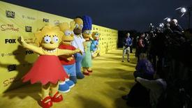 Personagens Lisa, Bart, Homer, Marge e Maggie Simpsons em evento em Santa Monica.  18/10/2009.    REUTERS/Mario Anzuoni