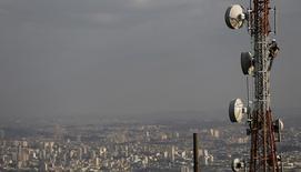 Le secteur des télécoms à suivre à la Bourse de Paris après l'annonce de l'autorité de régulation du secteur, l'Arcep, selon laquelle Bouygues Télécom, Numericable-SFR, Free et Orange ont demandé à participer aux enchères sur la bande de fréquences de 700 Megahertz. /Photo prise le 5 août 2015/REUTERS/Nacho Doce