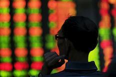 Les marchés actions chinois ont terminé mercredi en hausse modérée mais ils accusent sur le troisième trimestre leur plus mauvaise performance depuis la crise financière de 2007-2009, les investisseurs redoutant de voir les bénéfices des entreprises pâtir du ralentissement économique en cours. /Photo d'archives/REUTERS/Aly Song