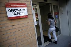 A Madrid. L'amélioration sur le front de l'emploi a marqué une pause en Espagne au mois de septembre avec 26.087 demandeurs d'emploi supplémentaires, soit une hausse de 0,64%. Le pays compte 4,09 millions de chômeurs. /Photo prise le 2 octobre 2015/REUTERS/Andrea Comas