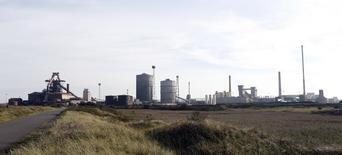 Le deuxième sidérurgiste britannique, SSI UK, filiale du groupe thaïlandais Sahaviriya Steel Industries (SSI), va être placé en liquidation. Le sidérurgiste déficitaire, affecté par la chute des prix de l'acier cette année, a annoncé son intention de mettre en sommeil son usine de Redcar (photo), dans le nord-est de l'Angleterre, ainsi que de supprimer environ 1.700 emplois. /Photo prise le 28 septembre 2015/REUTERS/Craig Brough
