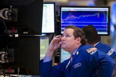 Wall Street fonctionnera cette semaine encore en mode mixte en continuant de s'inquiéter pour la santé de l'économie mondiale tout en suivant son feuilleton préféré sur le calendrier du relèvement des taux d'intérêt aux Etats-Unis. /Photo prise le 17 septembre 2015/REUTERS/Lucas Jackson