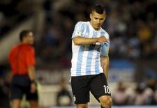 Atacante Sergio Aguero, da seleção argentina, durante partida contra o Equador em Buenos Aires. 08/10/2015 REUTERS/Martin Acosta