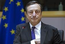 Mario Draghi, le président de la Banque centrale européenne (BCE), a réaffirmé vendredi que l'institution était prête à prendre de nouvelles mesures pour soutenir le crédit et la croissance si cela s'avérait nécessaire.  /Photo prise le 23 septembre 2015/REUTERS/Yves Herman
