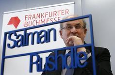 Autor Rushdie durante participação na feira do livro de Frankfurt. 13/10/2015 REUTERS/Ralph Orlowski