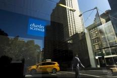 A Charles Schwab sign is pictured in the Manhattan borough of New York, October 10, 2015.  REUTERS/Eduardo Munoz