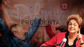 Presidente Dilma Rousseff discursa durante congresso da CUT em São Paulo. 13/10/2015 REUTERS/Nacho Doce