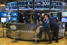 Traders work on the floor of the New York Stock Exchange shortly after the opening of the markets in New York October 22, 2015.  REUTERS/Lucas Jackson
