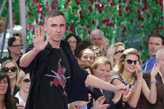 Raf Simons durante desfile da Christian Dior em Paris.  6/7/2015. REUTERS/Stephane Mahe