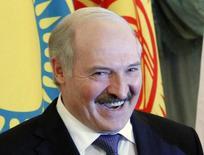 Президент Белоруссии Александр Лукашенко на саммите Евразийского союза в Москве. 19 марта 2012 года. Евросоюз в четверг принял решение о приостановке на четыре месяца санкций против 170 белорусских граждан, включая президента Александра Лукашенко, сообщили три дипломата. REUTERS/Anton Golubev