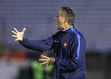 Head coach of Argentina's San Lorenzo Edgardo Bauza gestures during a Copa Libertadores soccer match against Uruguay's Danubio in Montevideo, February 19, 2015.  REUTERS/Andres Stapff