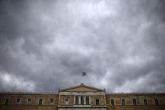 """A Athènes. Le commissaire européen aux Affaires économiques a déclaré mercredi que la Grèce montrait des signes de progrès en matière de réformes, tout en ajoutant qu'il restait """"trois ou quatre"""" problèmes à régler dans les discussions avec Athènes. /Photo prise le 30 octobre 2015/REUTERS/Alkis Konstantinidis"""