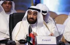 El ministro de Petróleo de Kuwait, Ali Al-Omair, durante una conferencia ministerial en Riad, 4 de noviembre de 2015. El ministro de Petróleo de Kuwait, Ali al-Omair, dijo el miércoles que considera que los precios del crudo han tocado fondo en el mercado internacional. REUTERS/Faisal Al Nasser