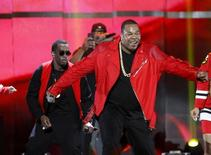 Busta Rhymes (R) performs with Puff Daddy during the second night of the 2015 iHeartRadio Music Festival at the MGM Grand Garden Arena in Las Vegas, Nevada September 19, 2015. REUTERS/Steve Marcus - RTS1Y8P