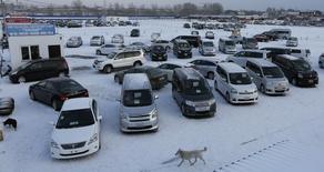 Les ventes de voitures en Russie ont encore baissé de 38,5% à 129.958 exemplaires au mois d'octobre par rapport à la même période de 2014 après avoir chuté de 28,6% le mois précédent, selon la fédération industrielle européenne AEB. /Photo d'archives/REUTERS/Ilya Naymushin