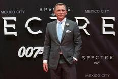 """Actor Daniel Craig poses for photographers on the red carpet at the Mexican premiere of the new James Bond 007 film """"Spectre"""" in Mexico City, November 2, 2015. REUTERS/Ginnette Riquelme"""