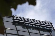 Штаб-квартира Amundi в Париже. 7 октября 2015 года. Крупнейшая в Европе инвестиционная управляющая компанияAmundi сообщила накануне, что проведет IPO по 45 евро, что позволяет оценить компанию примерно в 7,5 миллиардов евро. REUTERS/Philippe Wojazer