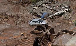Destruição provocada pela lama de barragens da Samarco que romperam em Mariana (MG). 10/11/2015 REUTERS/Ricardo Moraes