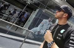 Piloto da Mercedes, Lewis Hamilton, no autódromo de Interlagos, em São Paulo, nesta quinta-feira. 12/11/2015 REUTERS/Paulo Whitaker