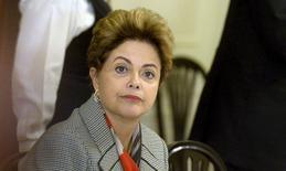"""La presidenta de Brasil, Dilma Rousseff, durante una reunión en Helsinki, 20 de octubre de 2015. Un juicio político a la presidenta Dilma Rousseff sería neutral para el crédito soberano de Brasil """"en el mejor de los casos"""", aunque es más probable que sea negativo para la frágil calificación crediticia del país, dijo el miércoles el principal analista de la agencia Moodys para América Latina. REUTERS/Vesa Moilanen/Lehtikuva"""
