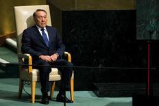 Президент Казахстана Нурсултан Назарбаев перед выступлением на Генассамблее ООН в Нью-Йорке. 28 сентября 2015 года. Казахстан ухудшил макроэкономические прогнозы на 2015 год после девальвации национальной валюты, падения цен на сырье и замедления роста мировой экономики, сказал министр национальной экономики Ерболат Досаев. REUTERS/Eduardo Munoz