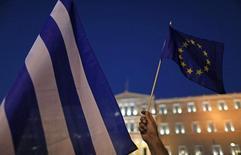 Le président de l'Eurogroupe, Jeroen Dijsselbloem, a annoncé samedi la conclusion d'un accord sur le déblocage d'une nouvelle tranche de deux milliards d'euros à la Grèce, dans le cadre du programme d'aide conclu en juillet, d'un montant global de 86 milliards d'euros.  /Photo prise le 9 juillet 2015/REUTERS/Christian Hartmann