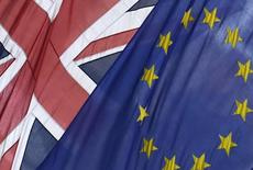 """La Grande-Bretagne ne risquera pas forcément une dégradation de sa note souveraine si elle choisit de sortir de l'Union européenne (""""Brexit"""") lors d'un référendum appelé à être organisé avant fin 2017, selon la principale analyste chargée du pays au sein de l'agence Moody's. /Photo prise le 9 juin 2015/REUTERS/Toby Melville"""
