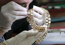 David Warren, a member of Christie's, appraises jewelry of former Philippines first lady Imelda Marcos during the Presidential Commission on Good Government (PCGG) appraisal of the confiscated jewelry collection from the Marcos family inside the Central Bank headquarter in Manila November 24, 2015.  REUTERS/Romeo Ranoco