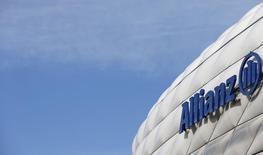 Allianz, premier assureur d'Europe, a présenté mardi un nouveau plan stratégique qui donne la priorité à la rentabilité tout en visant cinq millions de nouveaux clients et 6,5 milliards d'euros de revenus supplémentaires d'ici 2018.. /Photo d'archives/REUTERS/Michaela Rehle