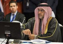 Matar al-Neyadi, subsecretario de la Secretaría de Energía de los Emiratos Árabes Unidos, durante una reunión en Teherán, 21 de noviembre de 2015. Emiratos Árabes Unidos (EAU) es optimista sobre la recuperación de los precios del petróleo en el 2016, dijo el martes un funcionario de alto nivel de energía de EAU. REUTERS/Raheb Homavandi/TIMA
