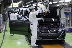 Honda Motor a l'intention de repousser de 60 à 65 ans l'âge de la retraite de ses salariés dans ses usines au Japon pour tenter de retenir ses troupes plus longtemps dans un contexte de diminution de main-d'oeuvre photo d'archives/REUTERS/Issei Kato