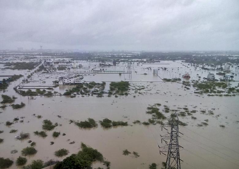 Flooded areas are pictured on the outskirts of Chennai, India, December 2, 2015. REUTERS/Stringer