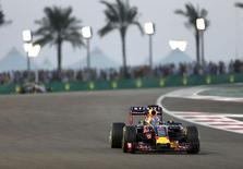 Red Bull Formula One Driver Daniel Ricciardo of Australia drives during the Abu Dhabi F1 Grand Prix at the Yas Marina circuit in Abu Dhabi November 29, 2015. REUTERS/Ahmed Jadallah