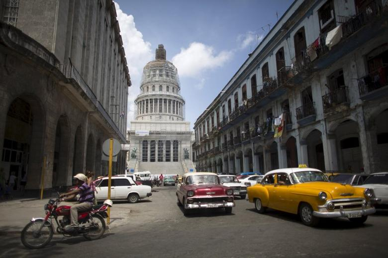 Cuba's Capitol, or El Capitolio as it is called by Cubans (rear), is seen in Havana, July 9, 2015. REUTERS/Alexandre Meneghini