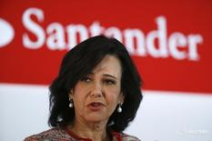 Banco Santander se convertirá en el segundo banco privado en Portugal tras comprar por 150 millones de euros de la mayor parte del negocio comercial del atribulado banco luso Banif totalmente provisionado. En  En la imagen de archivo se ve a la presidenta de Banco Santander, Ana Botín, el 3 de febrero de 2015. REUTERS/Andrea Comas