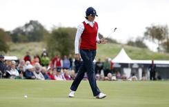 Juli Inkster of Team USA reacts as she misses her putt at the 18th hole during her Foursomes match against Team Europe on the first day of the 2011 Solheim Cup golf tournament at Killeen Castle in Ireland September 23, 2011. REUTERS/Cathal McNaughton