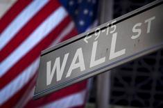 L'évolution de Wall Street au cours des toutes dernières séances de l'année pourrait bien dépendre de l'évolution des valeurs financières, d'autant que l'agenda économique de la semaine est très mince et que les volumes d'échanges seront probablement limités. /Photo d'archives/REUTERS/Carlo Allegri