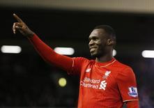Christian Benteke comemora gol do Liverpool contra o Leicester City.  26/12/15. Reuters/Phil Noble