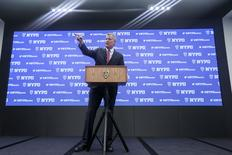New York City Mayor Bill de Blasio attends a media briefing regarding security at Times Square on New Year's eve, in the Manhattan borough of New York December 29, 2015. REUTERS/Carlo Allegri