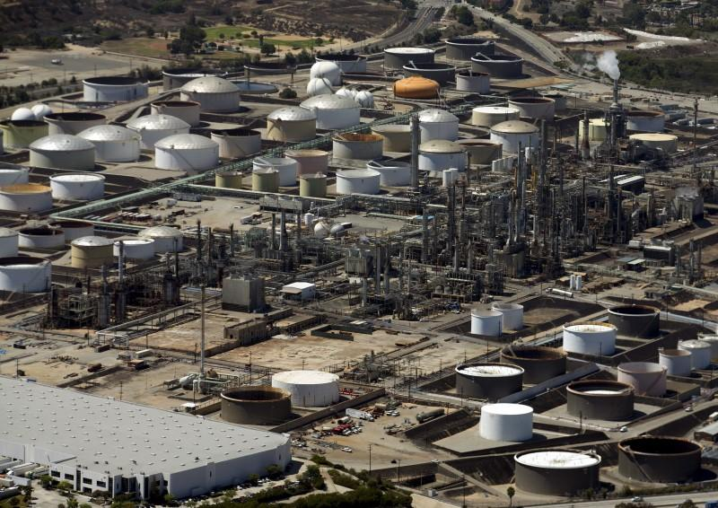 End of easy money for mini-refiners splitting U S  shale? - Reuters