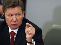 Глава Газпрома Алексей Миллер выступает на пресс-конференции в Софии 15 ноября 2012 года. Российский государственный поставщик природного газа планирует снизить поставки в адрес отчасти принадлежащей ему частной болгарской компании Overgas с 1 января, сообщил глава национальной энергокорпорации. REUTERS/Stoyan Nenov