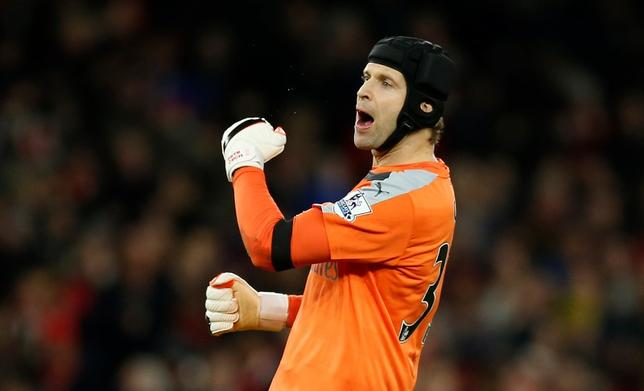 Football Soccer - Arsenal v AFC Bournemouth - Barclays Premier League - Emirates Stadium - 28/12/15. Arsenal's Petr Cech celebrates winning after the final whistleAction Images via Reuters / John Sibley. Livepic