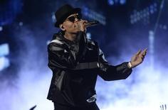 Chris Brown performs during the 2015 BET Awards in Los Angeles, California, June 28, 2015.  REUTERS/Kevork Djansezian