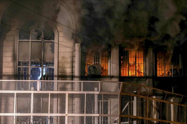 Flames and smoke rise from Saudi Arabia's embassy during a demonstration in Tehran January 2, 2016.  REUTERS/TIMA/Mehdi Ghasemi/ISNA