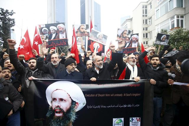 Shi'ite protesters carry posters of Sheikh Nimr al-Nimr during a demonstration in front of Saudi Arabia's Consulate in Istanbul, Turkey, January 3, 2016.  REUTERS/Osman Orsal
