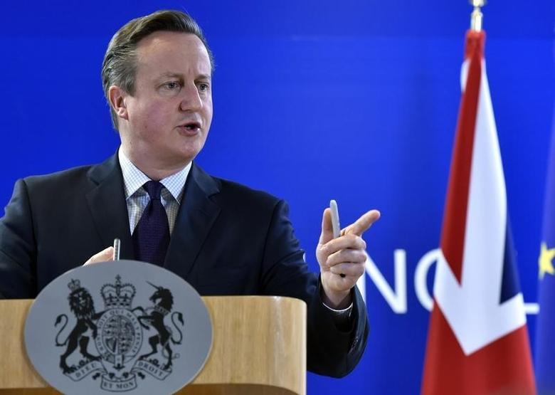 Britain's Prime Minister David Cameron gestures during a news conference after a European Union leaders summit in Brussels, Belgium December 18, 2015. REUTERS/Eric Vidal