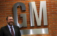 Dan Ammann, presidente de General Motors, posa tras una conferencia de prensa en Sao Paulo, 28 de julio de 2015. General Motors Inc y Lyft Inc anunciaron el lunes una alianza para desarrollar una red de vehículos autónomos a pedido, además de revelar una inversión de 500 millones de dólares de la automotriz como parte de una recaudación de fondos de 1.000 millones de dólares para el servicio de viajes compartidos. REUTERS/Nacho Doce