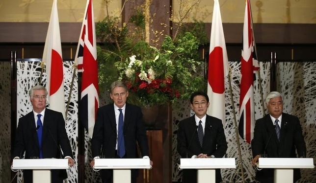 1月8日、日英両政府は、外務・防衛閣僚会合(写真)を開き、自衛隊と英軍が共同訓練を本格化することで合意した。また、北朝鮮の核実験を受け、国連安全保障理事会で追加制裁を急ぐことで一致した。都内で8日撮影(2016年 ロイター/Toru Hanai)