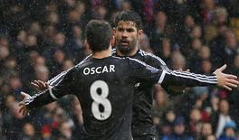 Oscar e Diego Costa comemora gol do Chelsea contra o Crystal Palace. 03/01/2016 Action Images via Reuters / John Sibley Livepic